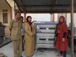 Serah Terima Mesin Oven Roti Dengan Dinas UKM